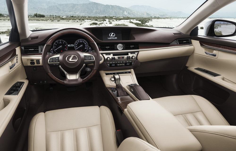 Lexus-Interior-ES-CarHouse