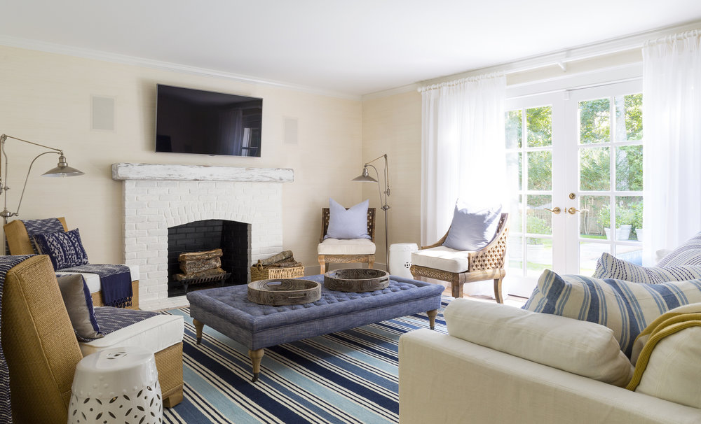 East Hampton Summer Cottage Living Room By Chango Co