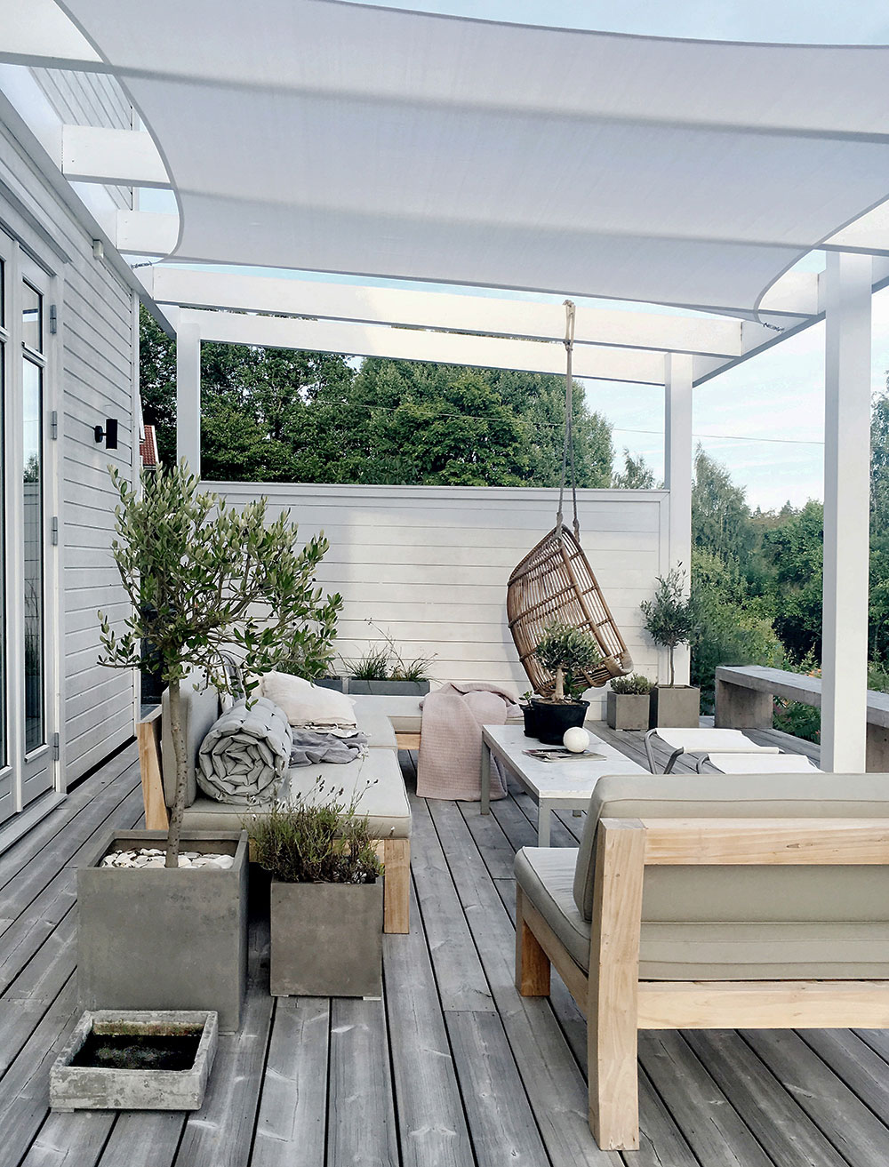 3. - Sunshade over the patio via Elle Decoration