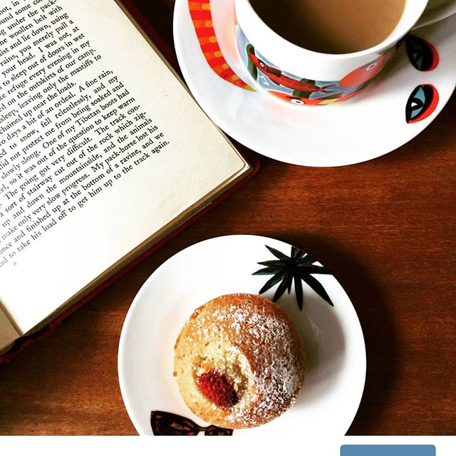 There really is something to be said for a #cupoftea and a good #book...oh and #cake! What a glorious combination to be thankful for... #bookstagram #cake🎂 #bookworms #foodpics #onmyplate #onmytable #hygge #hyggehome #hyggelife #baking #books #tea #foodie
