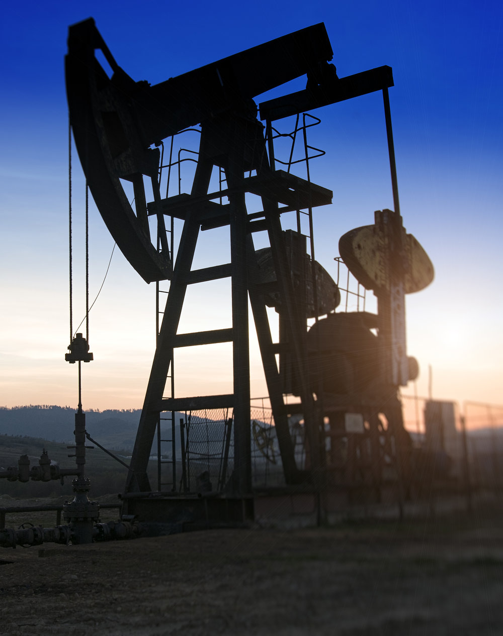 oil-pump-on-sunset-XLJQDR4.jpg