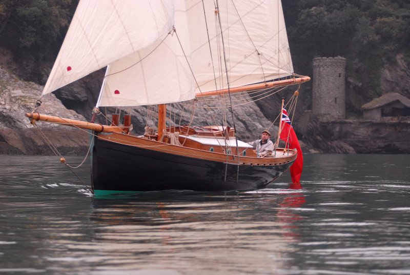 'Lyra' under sail off Dartmouth