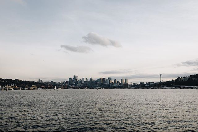Focus on - Seattle.  Dreaming of the Pacific Northwest. • • • • • • • #TellYourStory #panorama #focuson #seattle #washington #pnw #pacnw #travel #discover #social #contentcreator #creator #usa #westcoasttrail #outsideisfree #photographer #photography #pacific #theviewfromhere #urban #city #bigcitylife #running #therun #fromwhereirun #morningrun #eveningrun #fallrun