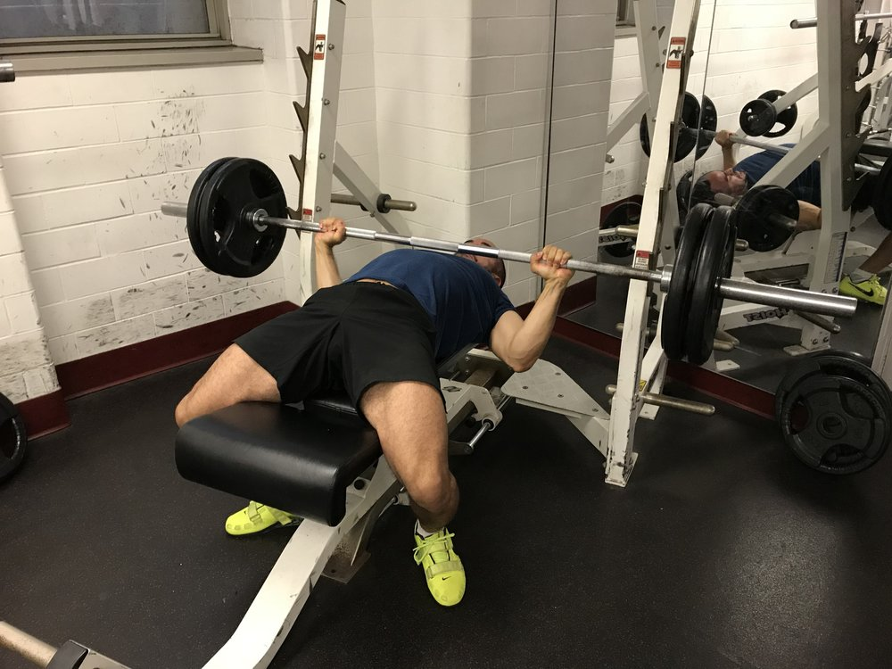 how-to-bench-press-safely