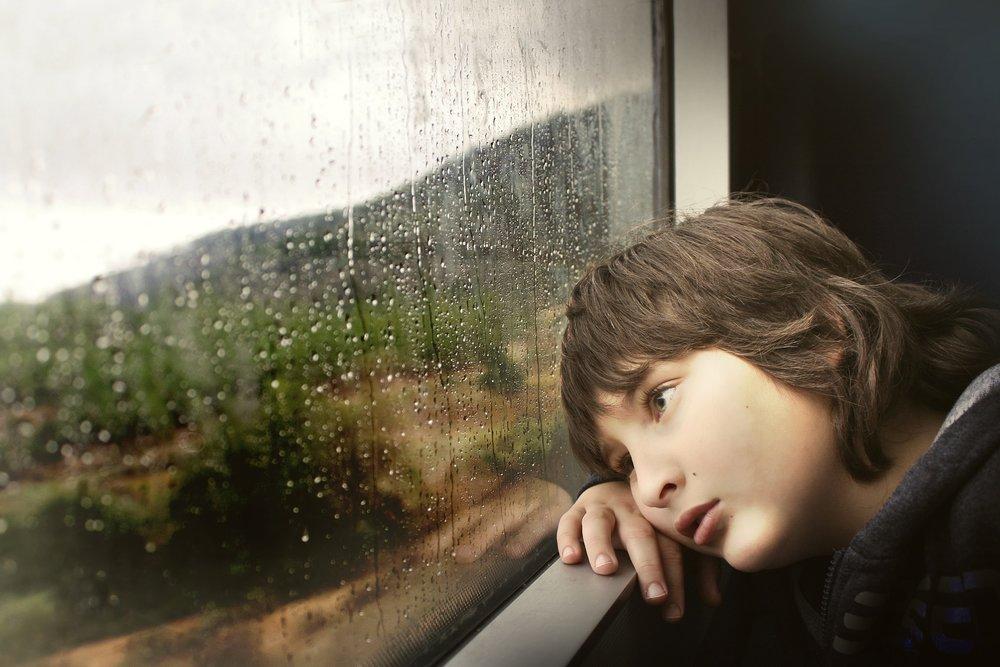 A parentifikált gyermek azt élheti meg, hogy saját szülőjének a szülőjévé kell válnia. -
