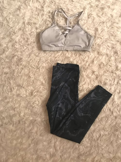 9b6c793ce861 ... leggings at the Gap and I love them. Its hard to tell from the pictures  but they have a shiny
