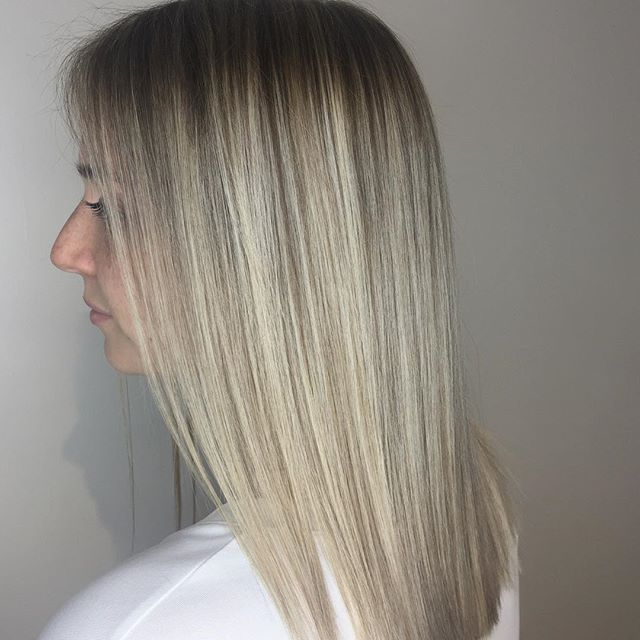 Anna's officially a #blondebombshell 💣 @wellahair #wellahair . . . . . . . . #torontohairstylist #torontohairsalon #blondehair #blondebalayage #highlights #babylights #olaplex #hair #lob #hairstyles #haircolor #haircut #leslieville #riverdale #riverside