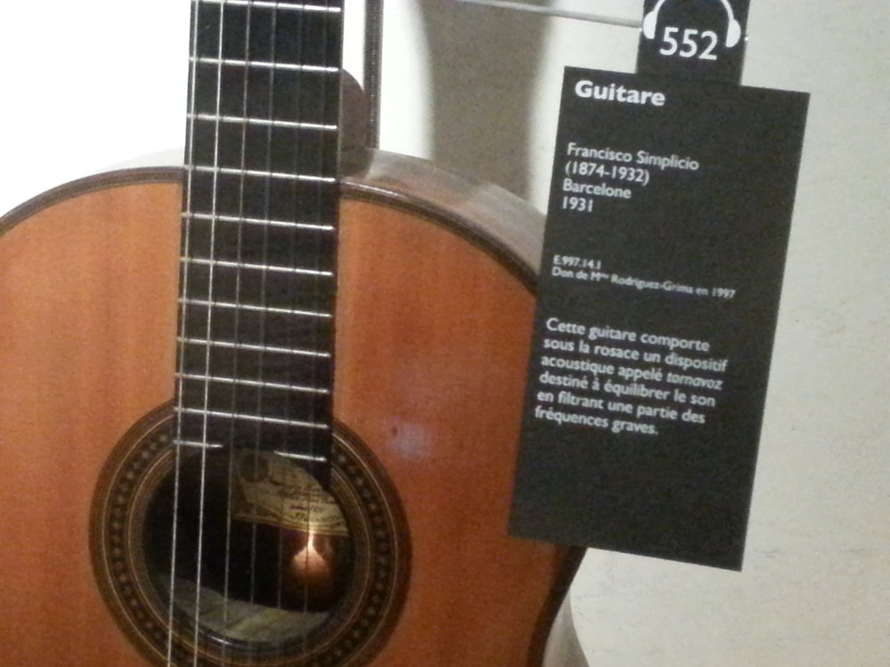 Here we see a Very rare Spanish guitar made by the famous  Francisco Simplicio.