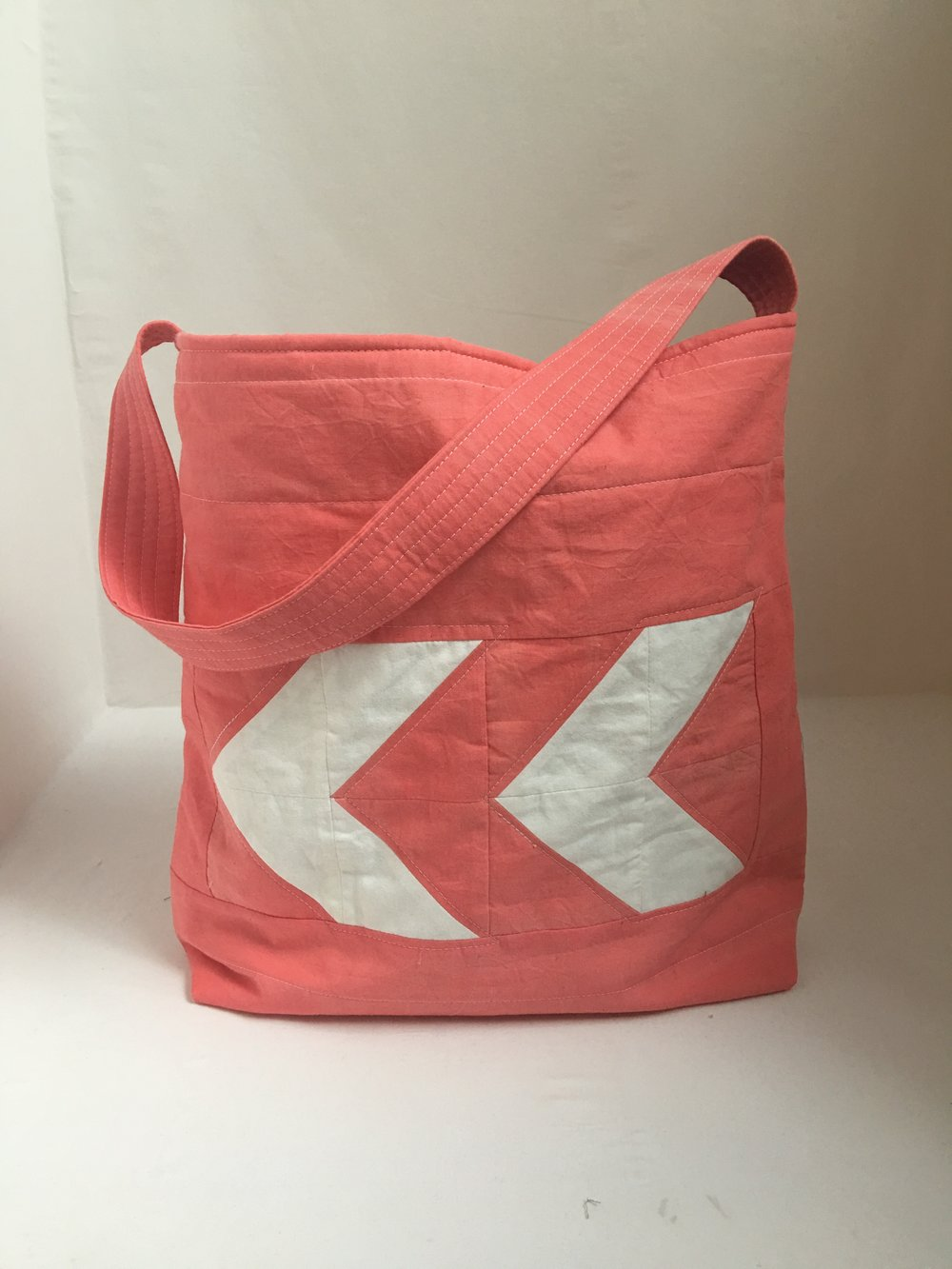 pink and white quilted shoulder bag that i made last week, maybe my current favorite??
