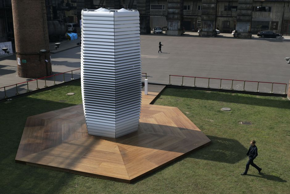 "Chinese ""smog-drinking"" tower [photo by Andy Wong]"