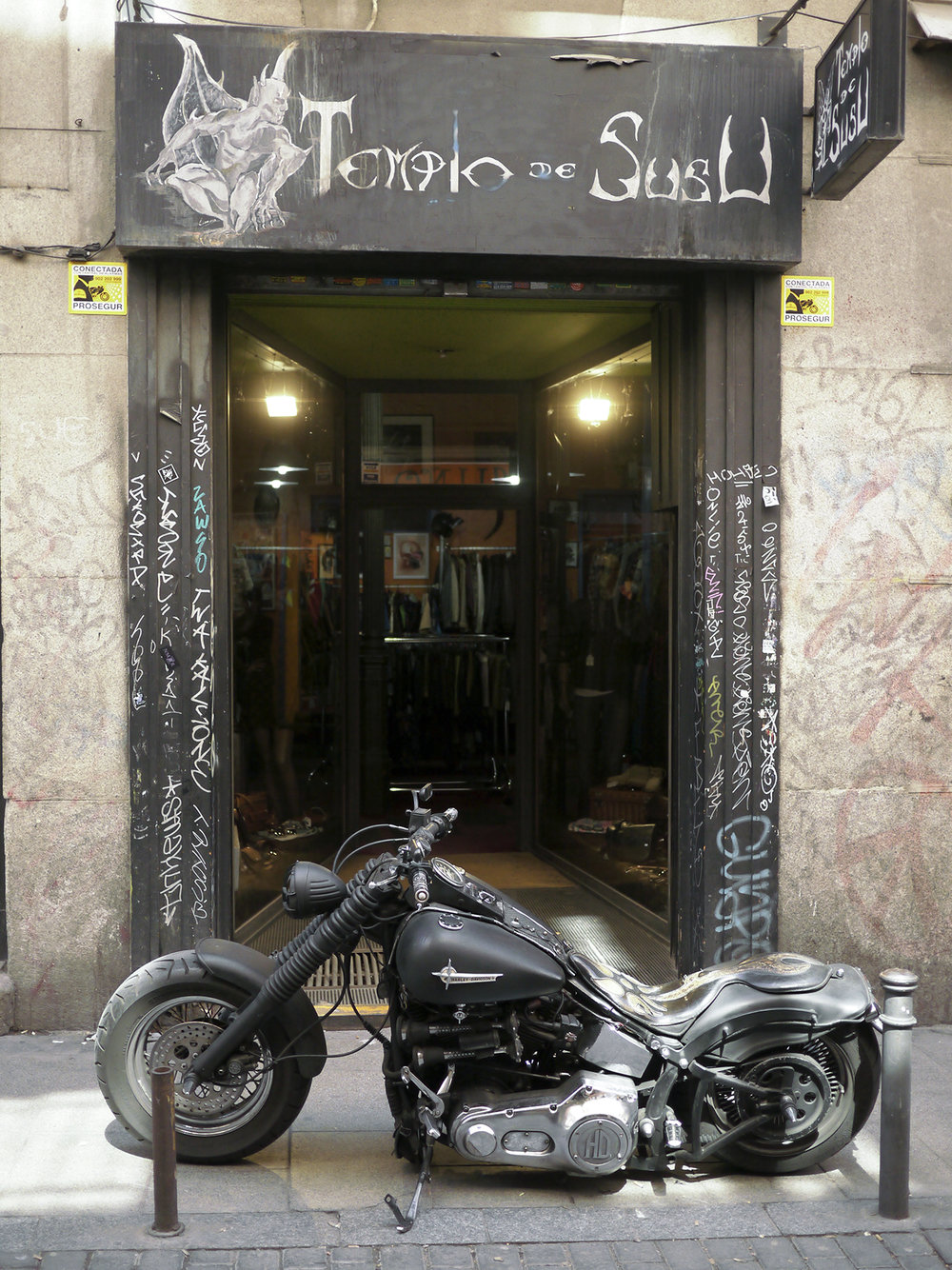 American culture fantasy oasis in the heart of old Madrid.