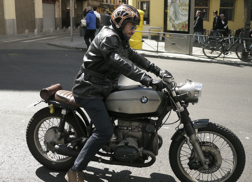 Custom R-100 BMW quasi brat rig. I love the dent in the tank and the killer /5 headlight. The Spanish tend to prefer new motorcycles but there is a growing custom scene. This Gato is really styling. He is rocking all the hipster moto gear.
