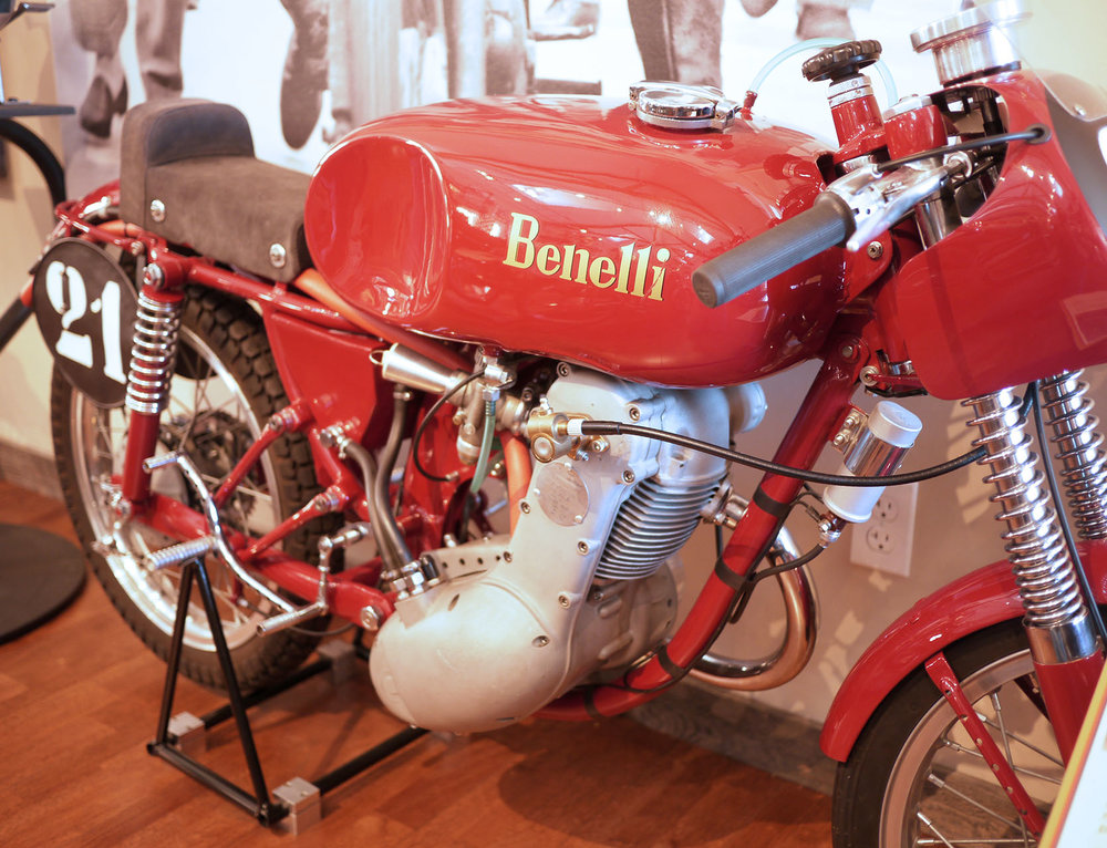 Beautiful Benelli overhead cam racer. This really showcases the Italian genius for casting aluminum.