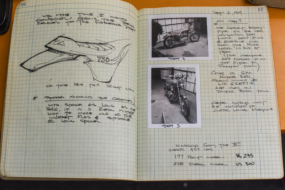 Details of the seat and tank unit as well as notes on the exhaust and color of the bodywork.