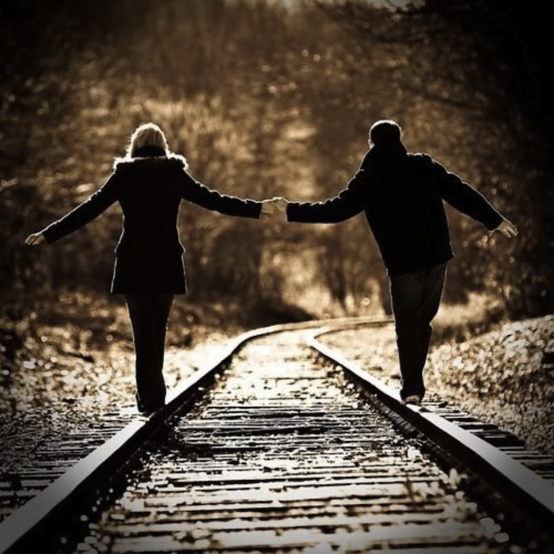 Couple_Holding_Hands_on_a_Railroad_Track1