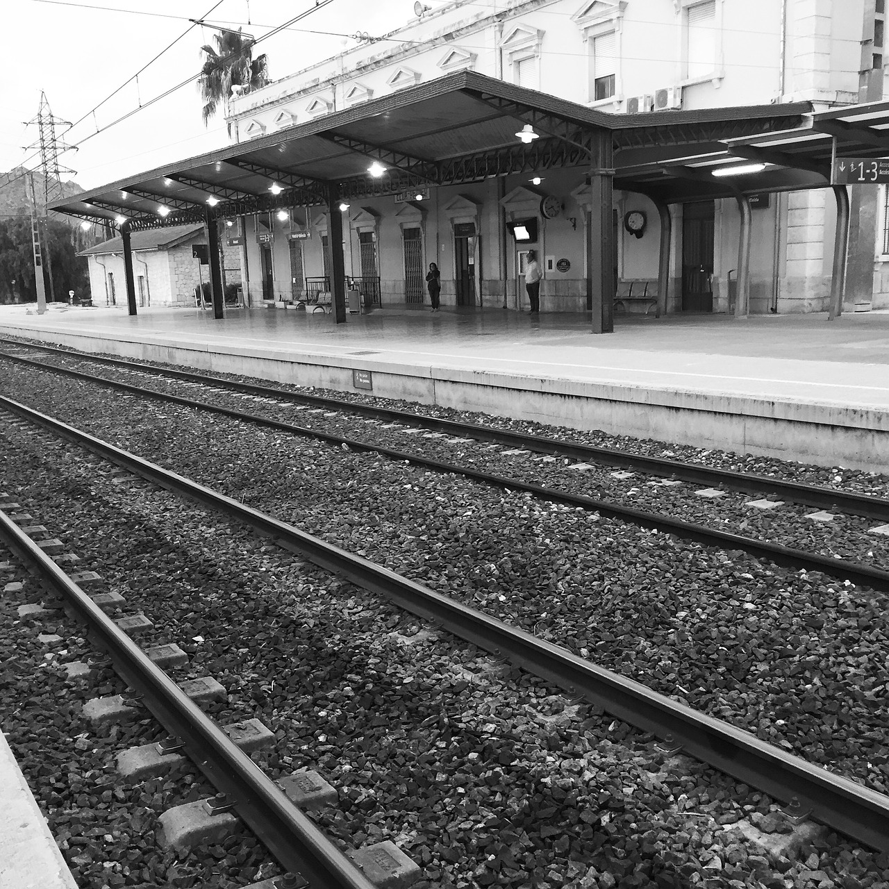 railway-station-1007167_1280