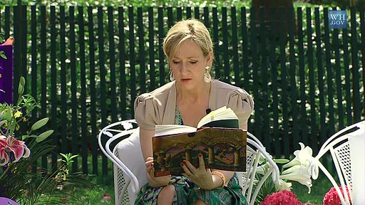 512px-J._K._Rowling_at_the_White_House_2010-04-05_9