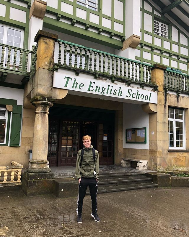 ESS is happy to extend a warm welcome to Colby Anger, the newest member of our residence program! He will be attending The English School and training with @antiguoko_ke until June!  SOCCER. ADVENTURE. CULTURE. 🛫🇪🇸⚽️
