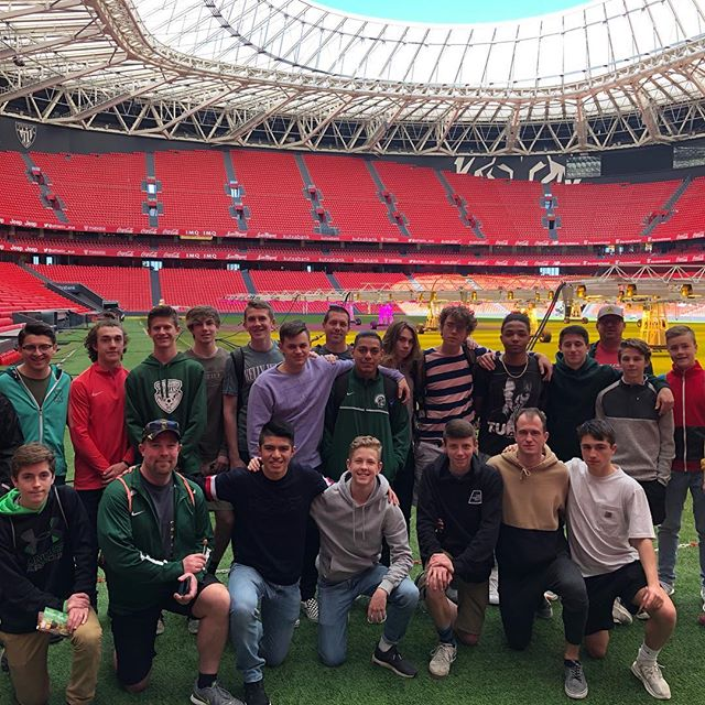 An amazing day at an amazing stadium, Kelly Walsh spent the day at Athletic Bilbao touring @estadiosanmames and visiting their @lezamaathletic training facility. They finished their final match against @realsociedad with their best performance of the week. Two more days with this amazing group of young men!