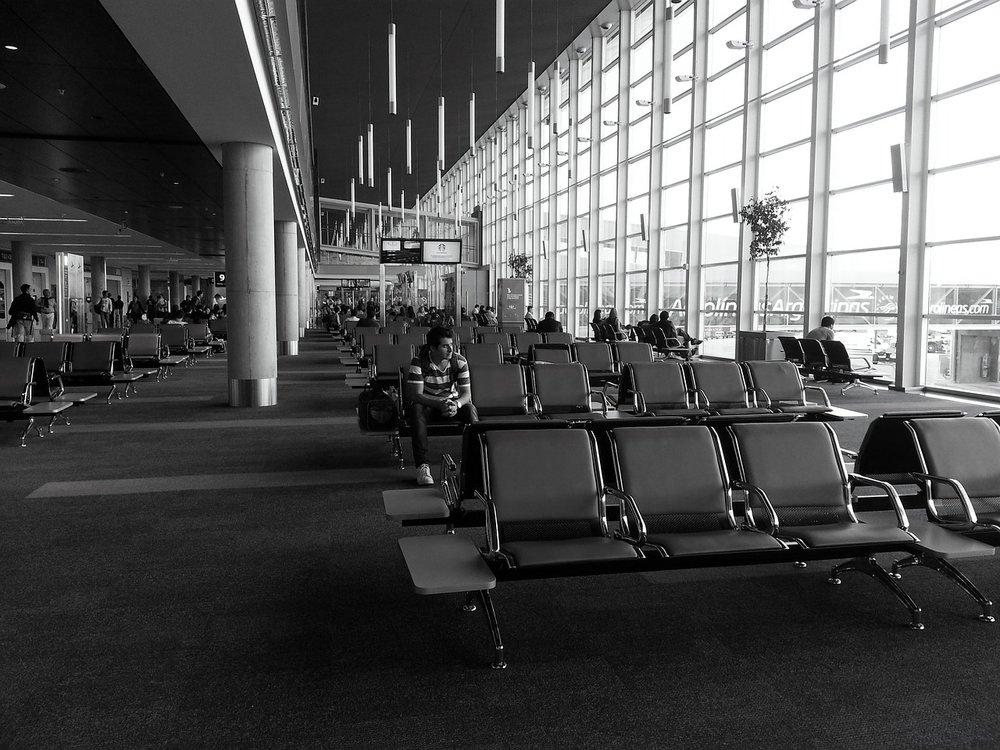 airport-2370854_1280.jpg