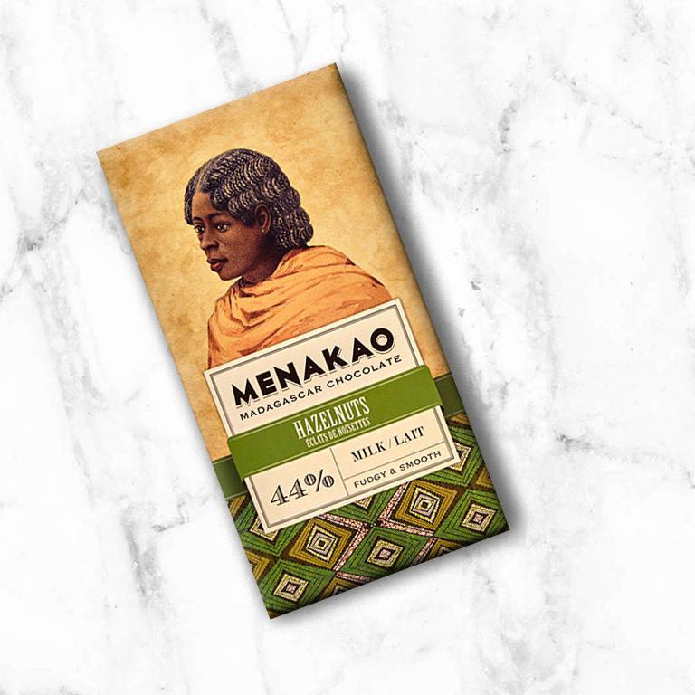 Een romige melkchocolade met vleugjes van karamel, verenigd met crunchy hazelnoot nibs. Dit alles wordt overgebracht door de fruitige en citrus aroma's welke kenmerkend zijn voor de cacaobonen uit Madagaskar.