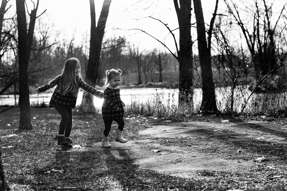 family-photography-siblings-black-and-white.jpg