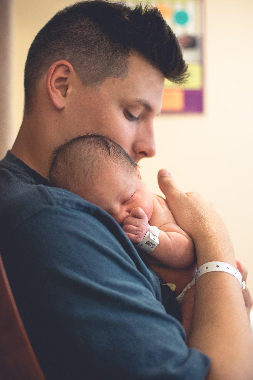 birth-photographer-father-daughter.jpg