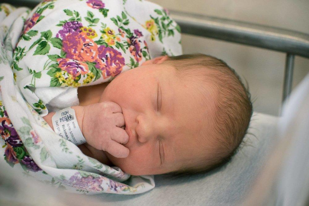 birth-photographer-hospital-band.jpg