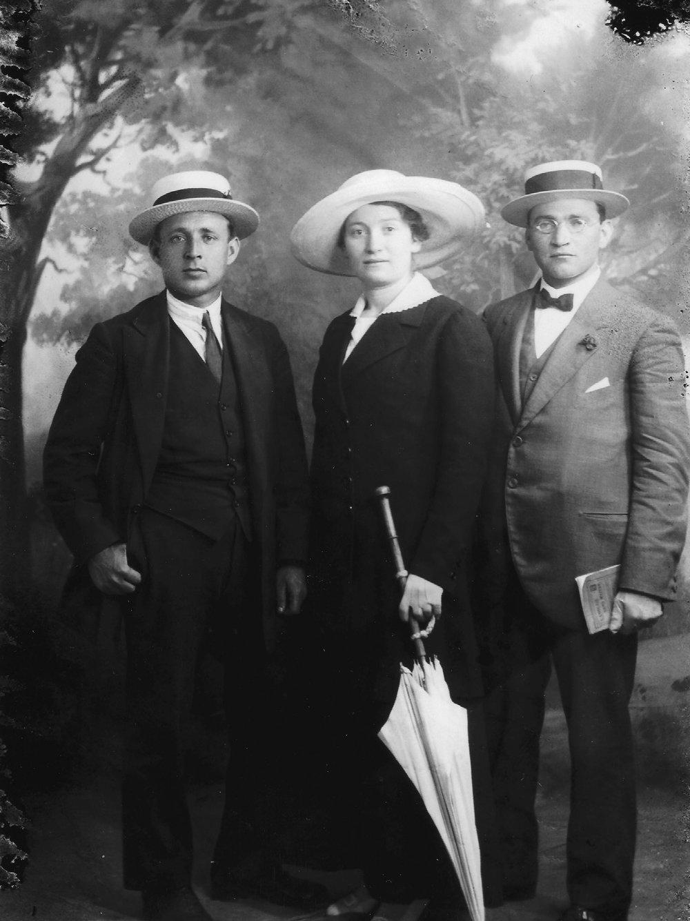 Sarah with Yosef Lishansky and Liova Schneersohn in Cairo, 1917