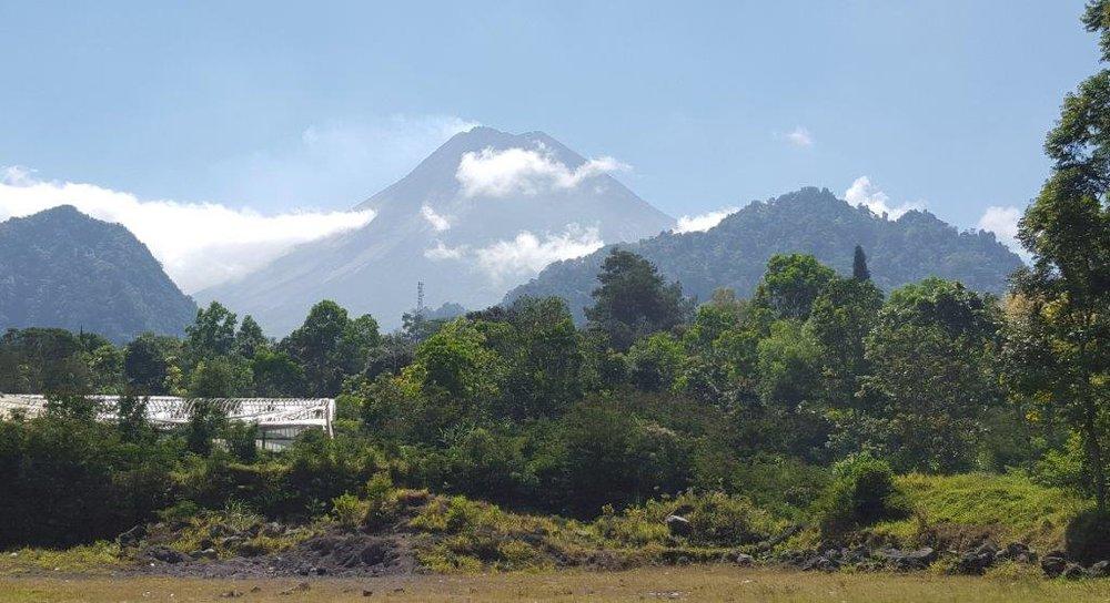 Borobudur - Mount Merapi Linda.jpg