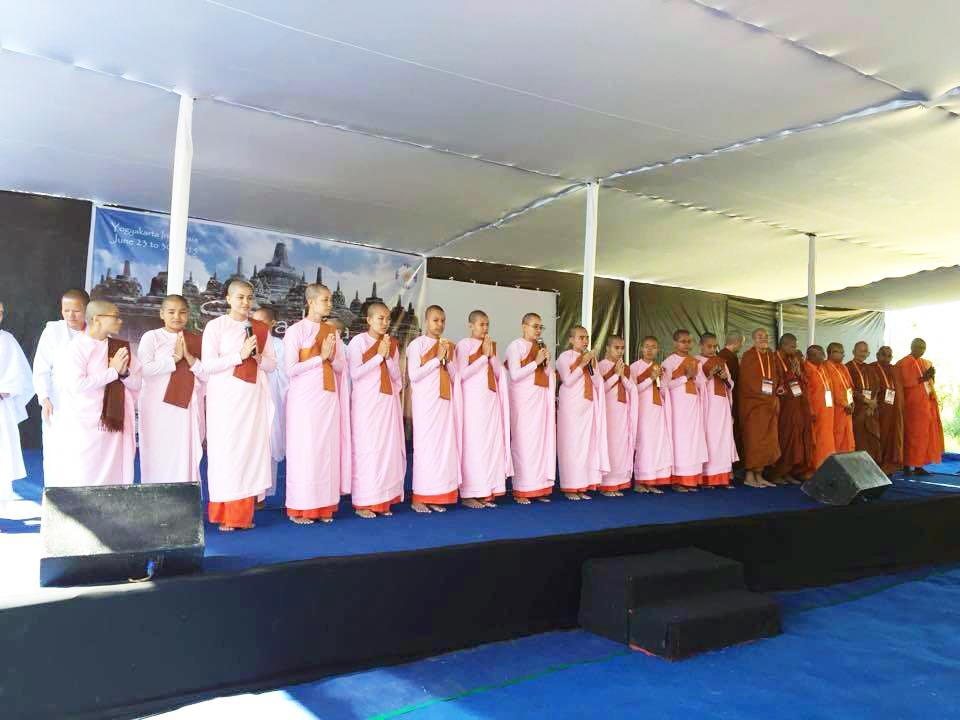 SI opening ceremonies Theravada nuns_web.jpg