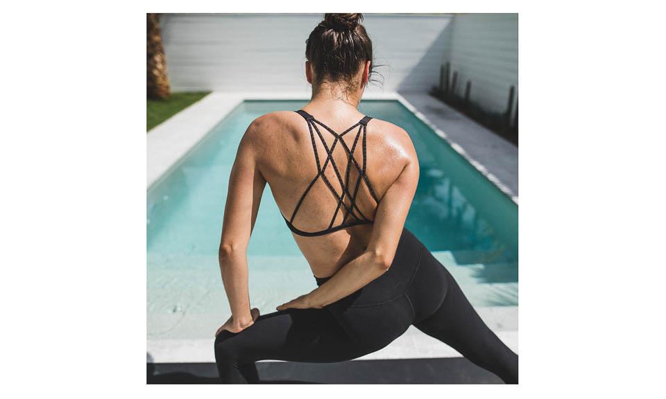 2016_wk37_HH_0223_LULU_aus_MK_Womens_Poolside_Yoga_1829-Edit-WEBsm-990px-4.jpg