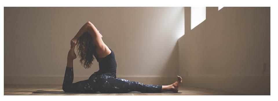 2016_wk24_Sec2_0140_LULU_aus_MK_Womens_Yoga_Crops_5064-Edit-WEBsm-990px-2.jpg