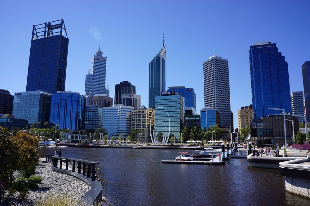 The skyline of Perth, Australia with a view of the water in front.