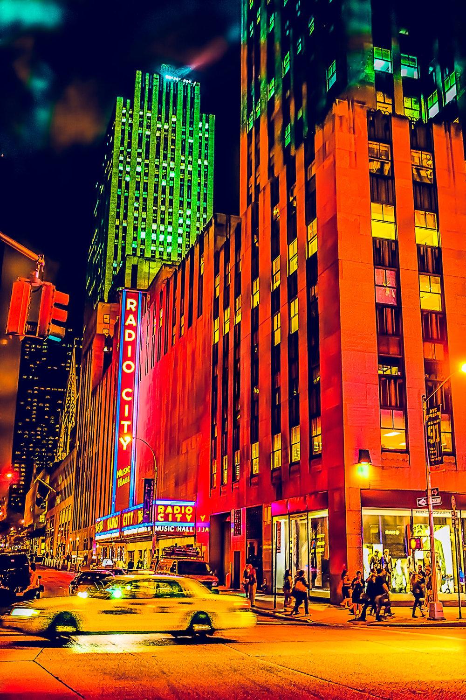 NY cab Radio city-b&w.jpg