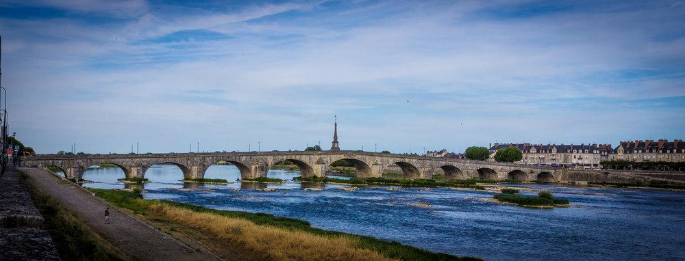 pont sur la Loire.jpg