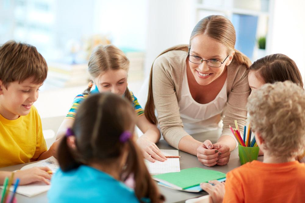 Talking to pupils by shironosov   CURSOS DE INGLÊS PARA CRIANÇAS E JOVENS