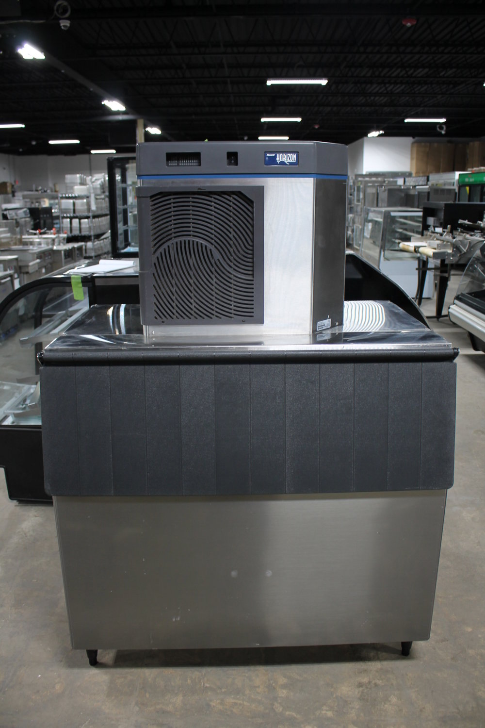FOLLETT HORIZON-HCC1000 W/Optional Hoshizaki Ice Storage Bin