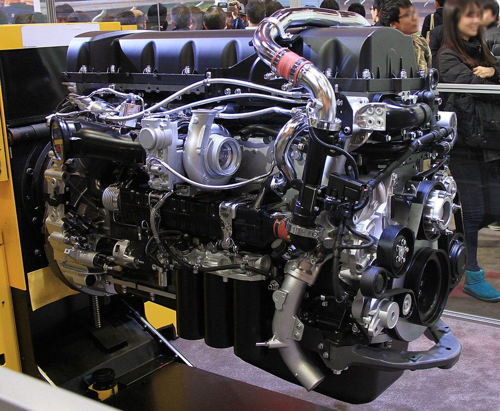 UD_Trucks_GH13_engine.jpg