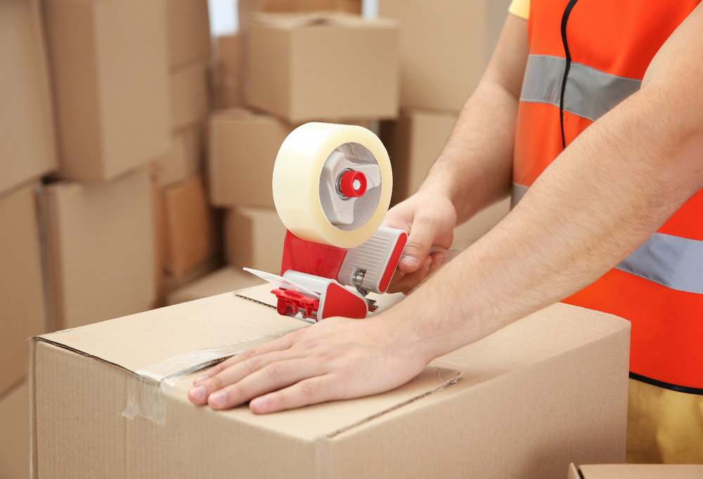 Amazon is testing a service that would have packages shipped directly to end customers from third-party sellers rather than having the item shipped to Amazon's warehouse first. ( Photo: Shutterstock )
