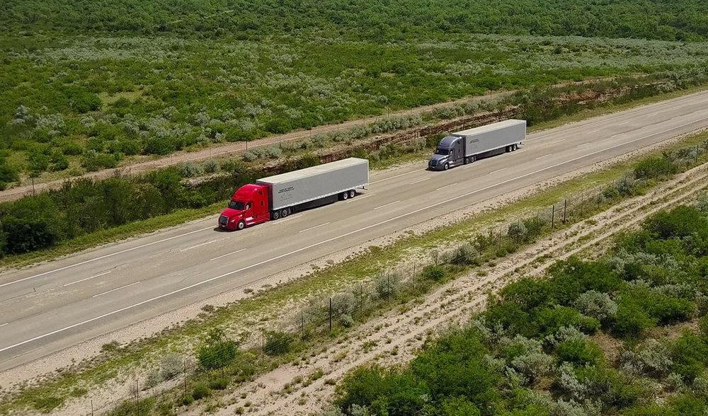 Daimler platoon trucks.jpg