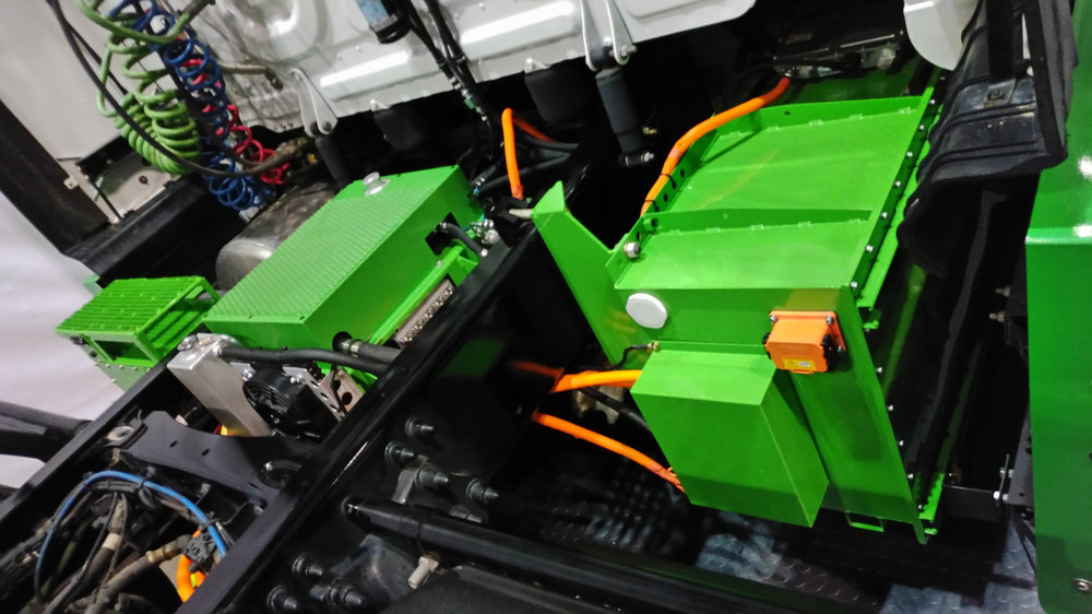 The Hyliion system features a control box, APU and battery pack and it electrifies the rear axle on a tandem tractor axle to generate electricity through regenerative braking.