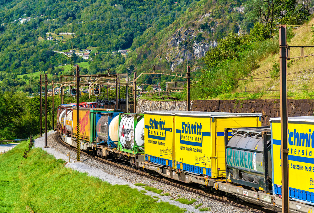 The EU is moving to improve rail safety following a tunnel collapse this year. ( Photo: Shutterstock )