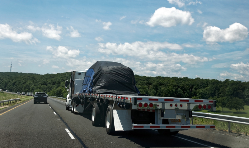 National flatbed spot rates fell 2 cents last week to an average of $2.40 per mile, according to DAT. ( Photo: Shutterstock )