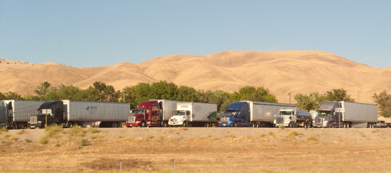 Trucks are parked at a rest stop along I-5 in California. Many spots for truckers to park do not include facilities, fuel locations or other amenities that make a 10-hour stay comfortable. ( Photo: Wikimedia Commons/Downtown Gal )