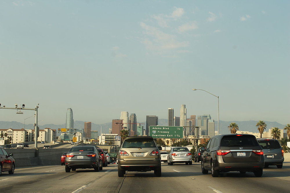 Traffic on a Los Angeles freeway. ( Photo: Wikimedia Commons )