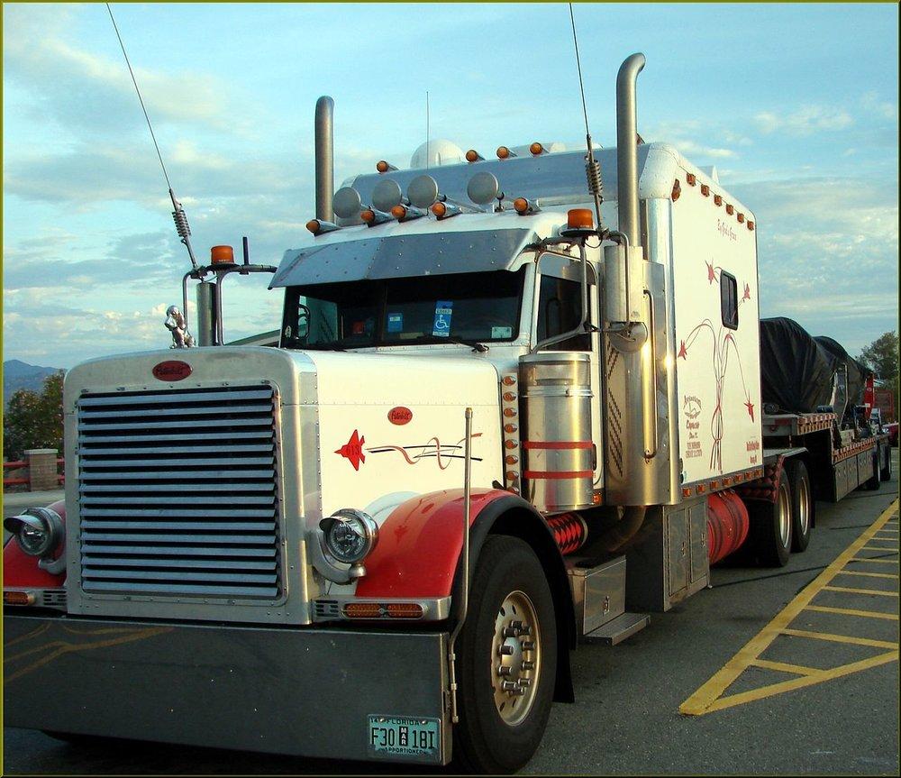Peterbilt,_Along_the_Highway,_Semi-Retired,_AZ_7-31-13_(11501438143).png