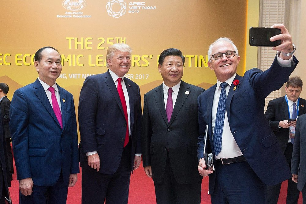 Australian PM Malcolm Turnbull takes a selfie with President Trump and Chinese President Xi Jinping. ( Photo: Wikimedia Commons )