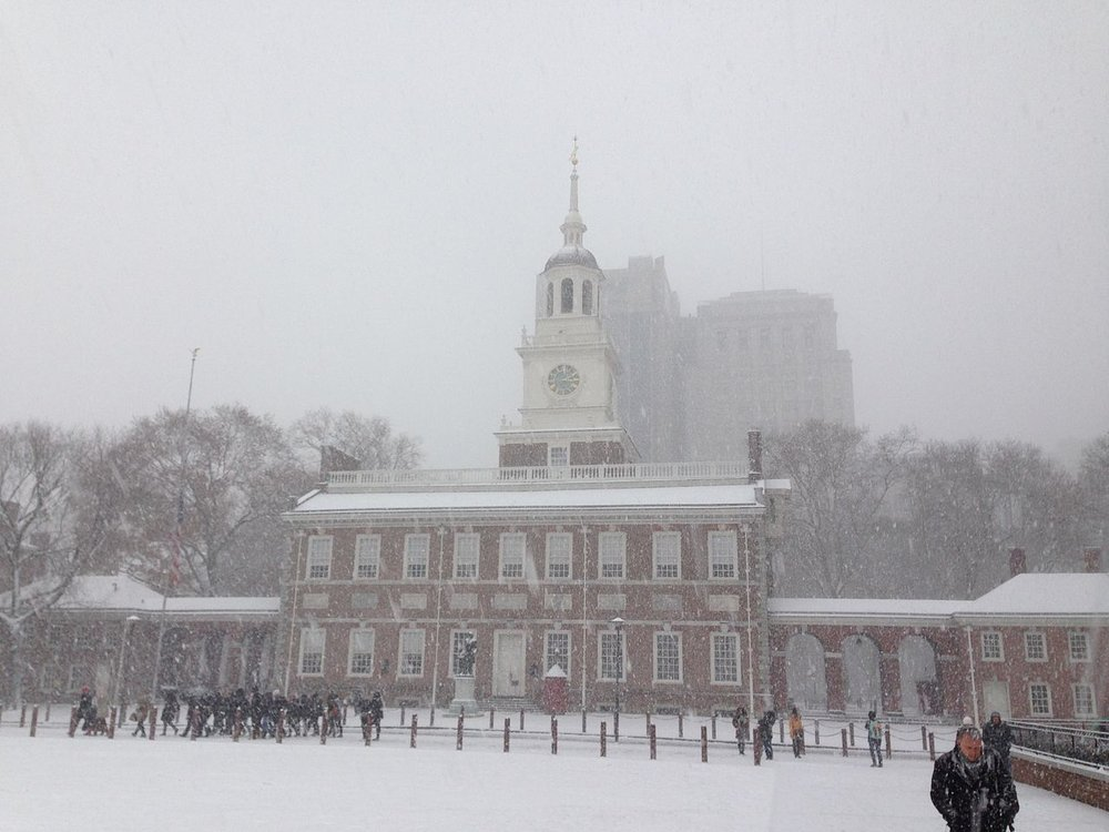 Philadelphia's Independence Hall in a snowstorm. ( Photo: Wikimedia Commons )