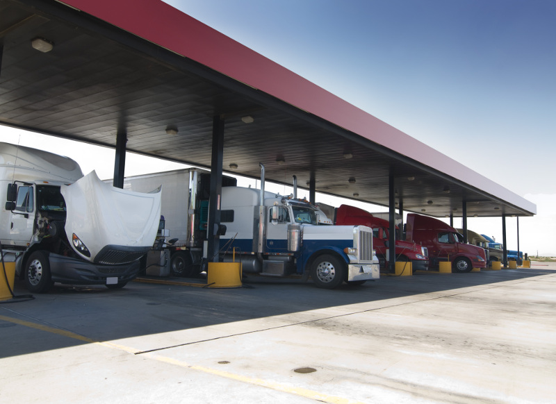 Large fleets are benefited for years from fuel discounts. Now, smaller fleets and owner-operators can start to reap some of those same benefits. ( Photo: Shutterstock )